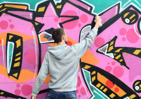 Man painting graffiti for Graffiti workshop event
